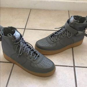 Nike SF AF1 - Green/Gum